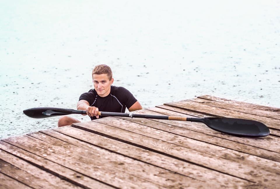 Junger Mann beim Kanusport